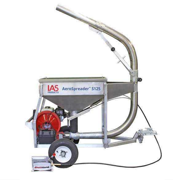 Aerospreader™ S125 fish farm feeder with manual periscope feed head and extended cable controls, mounted on trailer